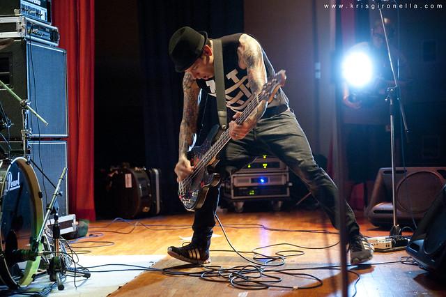 MxPx Mike Herrera - Shredding the bass!!!