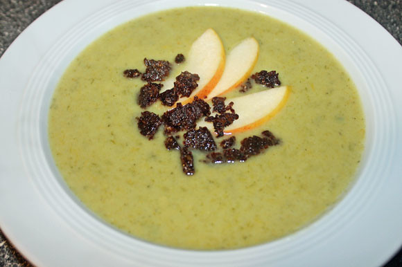 Lauchcreme Suppe mit Pumpernickel Croutons
