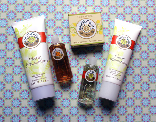 Roger and Gallet flash box contents