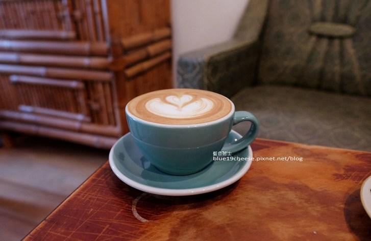 29485407521 1646986365 c - 民生咖啡People&Life.Cafe-復古氛圍老屋咖啡館.加入許多老傢私元素.展區牆.餅乾吐司咖啡香.近向上國中