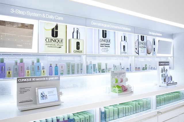 Skin care & treatment wall with iPADL_8198