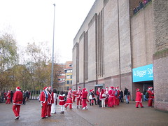 Santa Claus is Coming to Town, Tate Modern, St. Paul's Cathedral