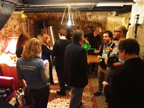 en-meetup2012-1205-basement03