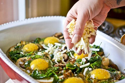 Mushroom-Spinach Baked Eggs 11