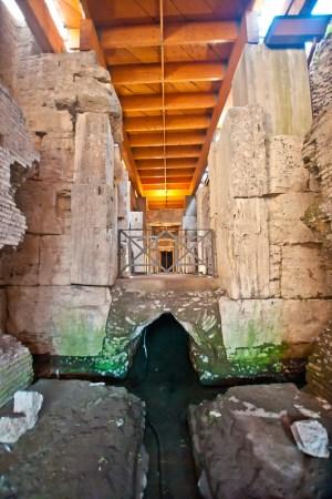 ColosseumWalksOfItaly-15