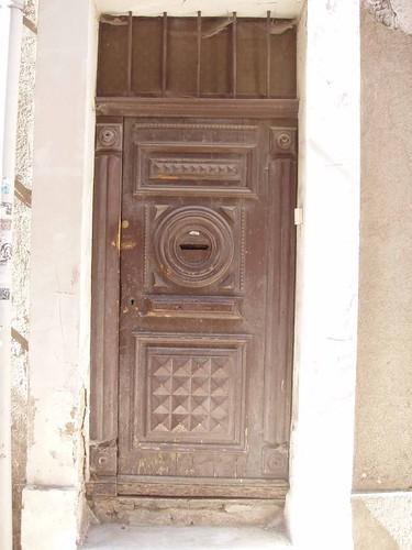 201104090109_Apt-door