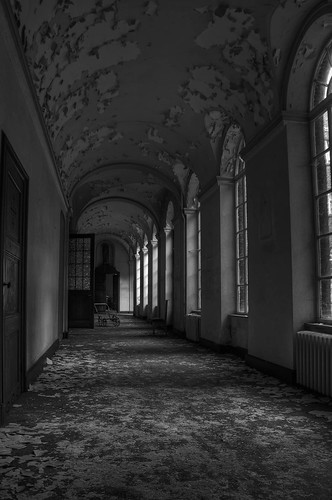 Decay in the hallway