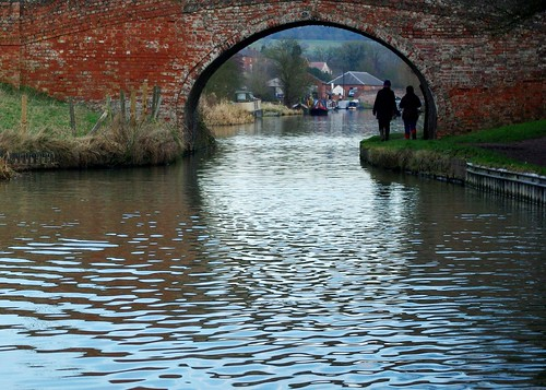 20130113-16_Silhouetted walkers - Grand Union Canal - Braunston by gary.hadden