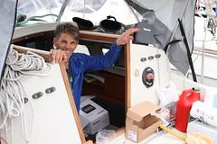 Skipper Tor på Aurora rydder under dekk