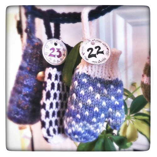 Advent Mitten #22: ladybug chocolate
