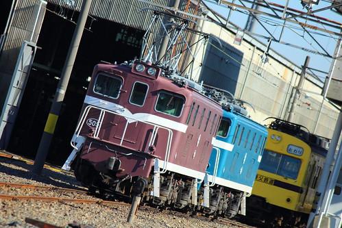 電気機関車と1007F
