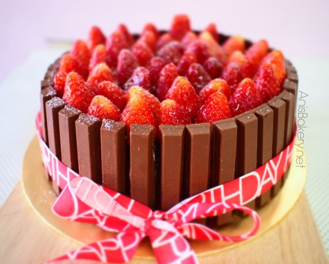 Kit Kat Strawberry Cake by AnisBakery.net