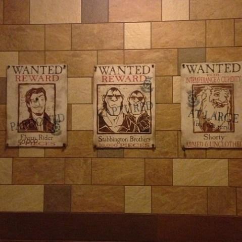 トイレの中にはお尋ね者の張り紙。
