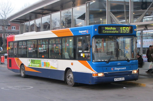 Dennis Dart SLF, Stagecoach Manchester X744 JCS, Oldham bus station