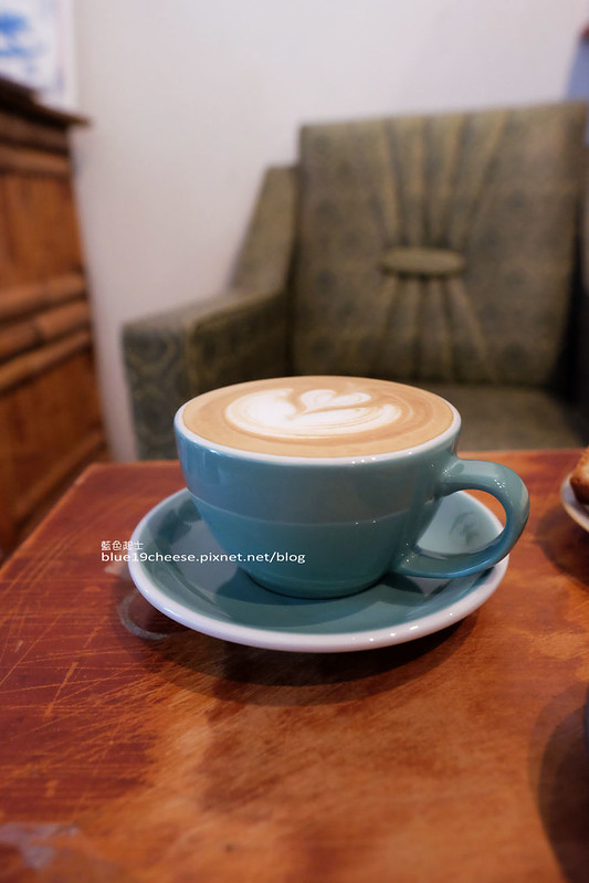 29485408001 a23c628b4e c - 民生咖啡People&Life.Cafe-復古氛圍老屋咖啡館.加入許多老傢私元素.展區牆.餅乾吐司咖啡香.近向上國中