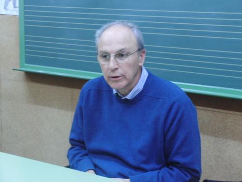 Antonio Martínez Oliva hablando