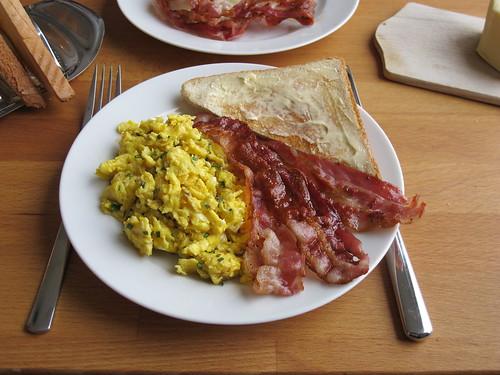 Rührei und Bacon