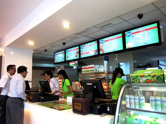 Pelicana Chicken Sibu counter