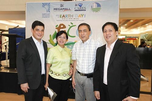 Ian Mathay,Mall Manager of SM Megamall, Liza Silerio, Head of Environment COmmittee, Mr.Roberto Guevara of EDNP, Jojo Navera, Regional Operations Manager