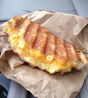 Grilled mac 'n cheese sandwich