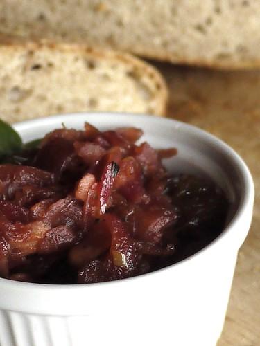 Red onion jam with bayleaf - confettura di cipolla ed alloro