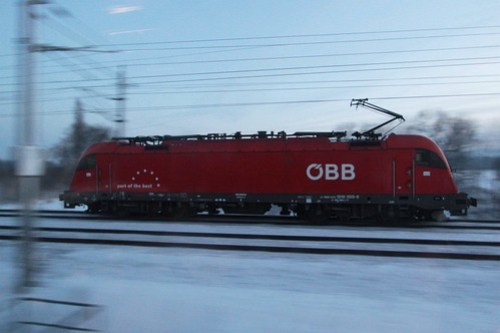 Pacing ÖBB 1216 class electric locomotive 1216 005