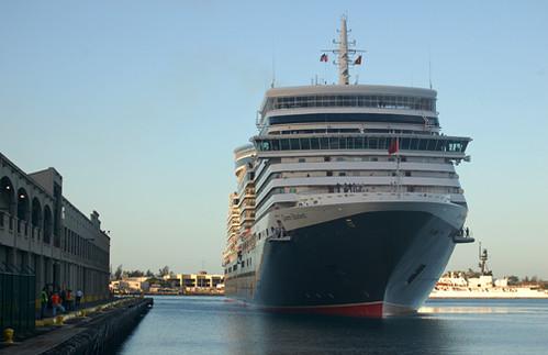 Queen Elizabeth arriving Pier 10