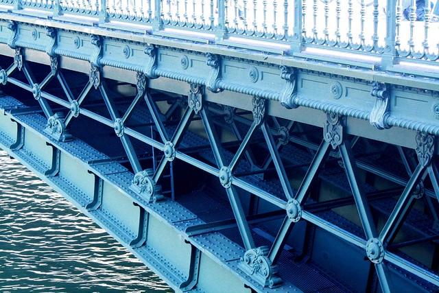 blue bridge paris