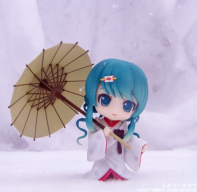 Nendoroid Snow Miku: Strawberry White Kimono version