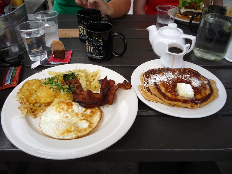 logger breakfast_P1070412_flickr