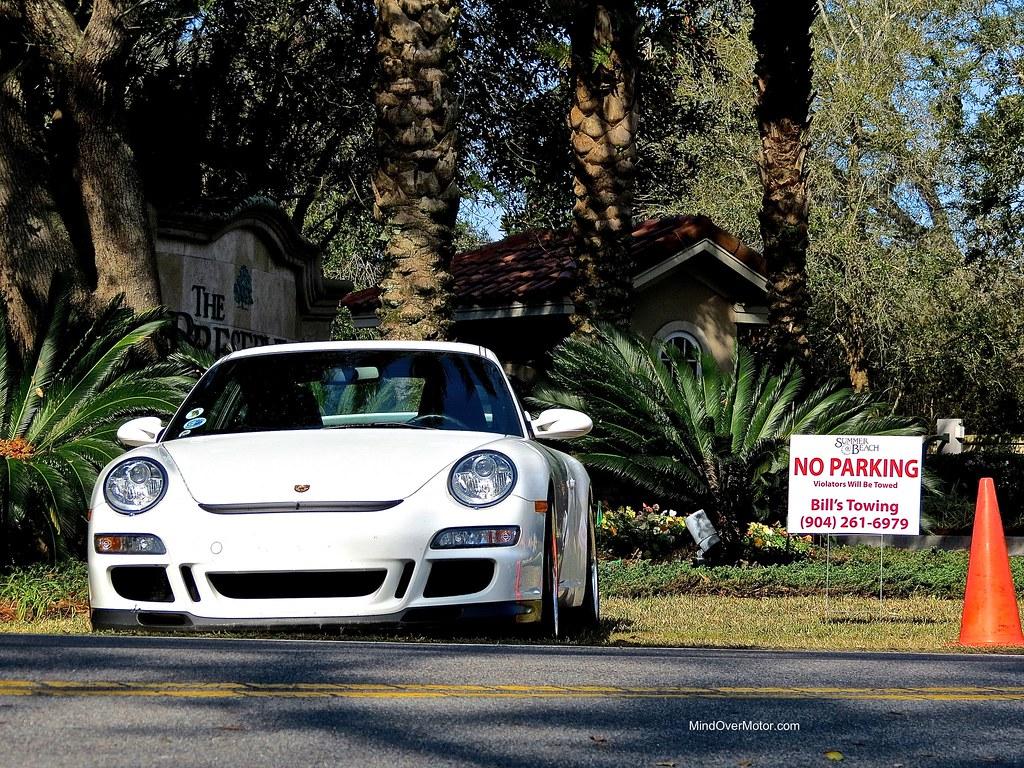Porsche 997 GT3 in a tow-zone
