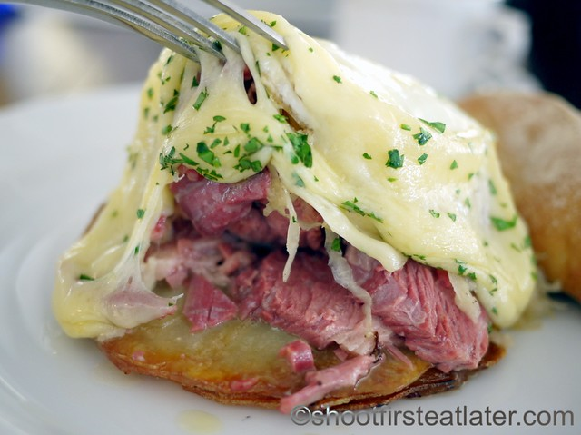 Roesti with Fresh Corned Beef w: Swiss Cheese & Over Easy Eggs P350-001