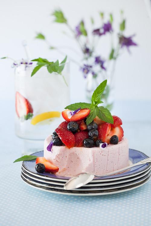 Yogurt Strawbbery Cake 3