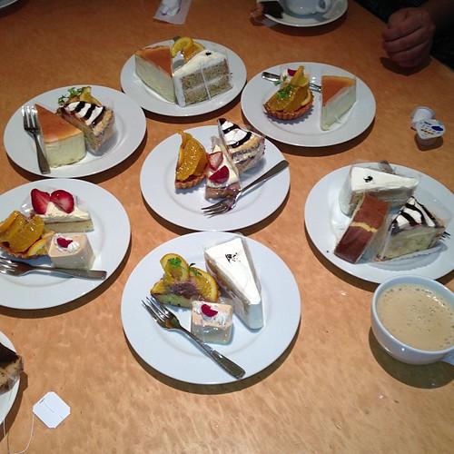 ケーキ三点盛り〜!これで締めかな?