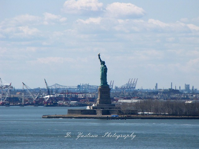 Statue of Liberty shot from Brooklyn Bridge