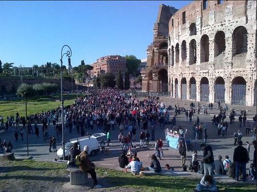 """ROMA ARCHEOLOGIA e BENI CULTURALI: Nessun Governo, No Italia, No Beni Culturali: """"M5S in Corteo al Colosseo,"""" LA REPUBBLICA (21/04/2013). by Martin G. Conde"""
