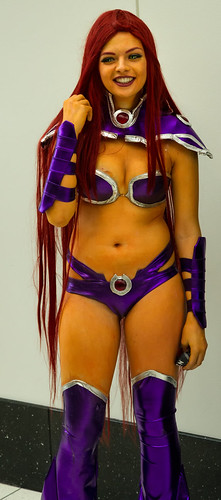 Starfire cosplay at C2E2 2013 by chris favero