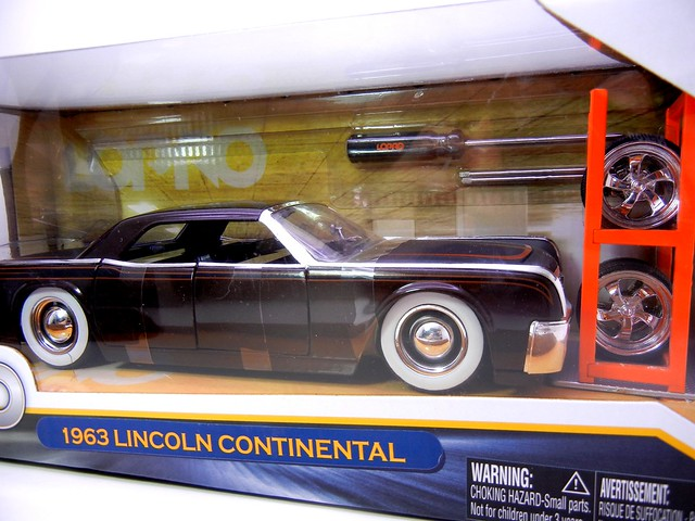jada toys lopro 1963 lincoln continental (2)