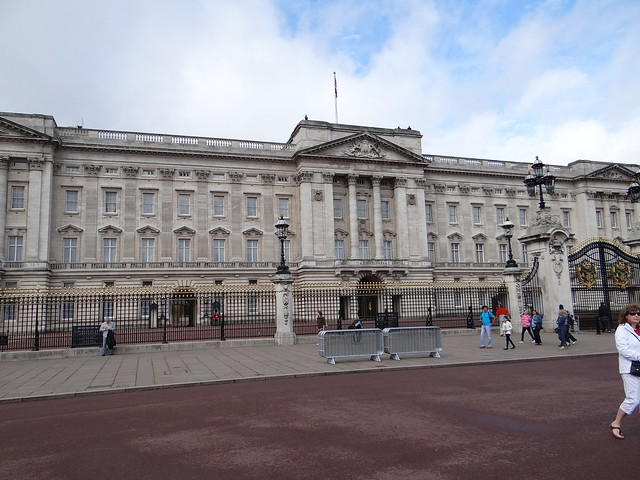 Buckingham Palace from The Mall: Photo by Gary Bembridge http://www.youtube.com/tipsfortravellers