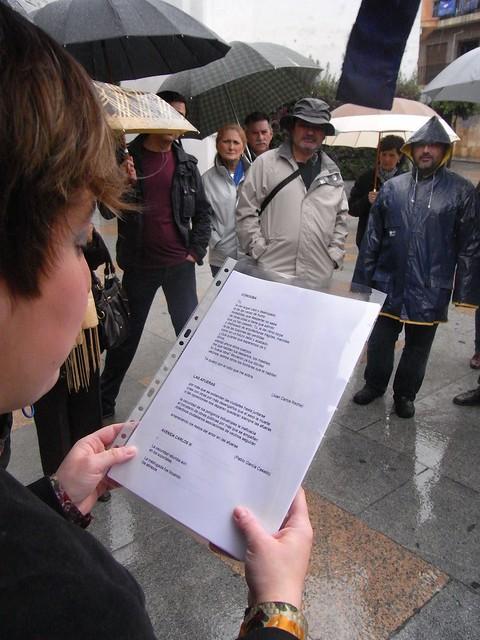 Los Paseos de Jane Jacobs 2012 Cordoba. Vanesa lee una poesía.