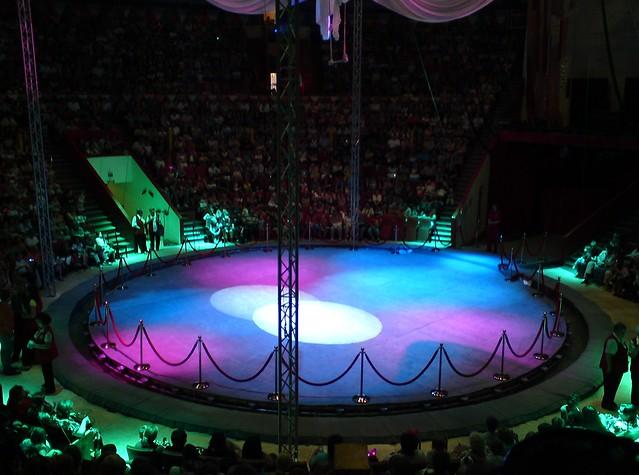 Разноцветная арена цирка // Colorful circus arena