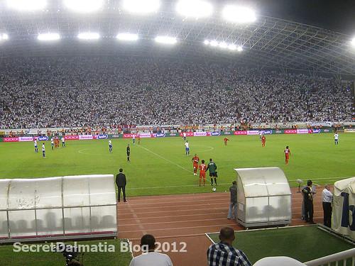 Inter in orange and Hajduk in white jerseys
