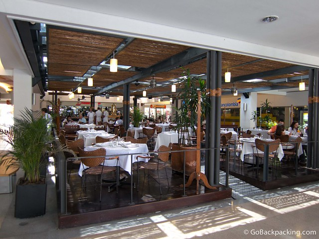 Café Le Gris at the entrance to Oviedo Mall