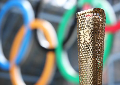 "Foto ""London 2012 Olympics Tourch"" by AslanMedia - flickr"