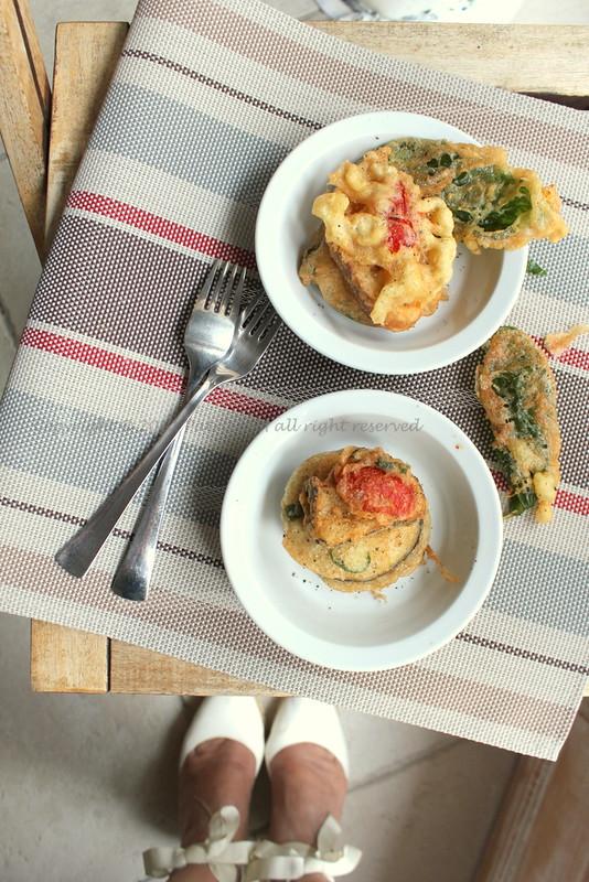 Beignets di melanzane,basilico,pomodorini e resti di baguette aux grains de pavot