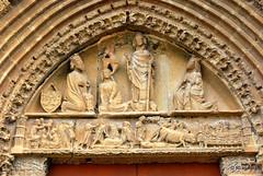 Detalle de la portada de la iglesia de San Saturnino