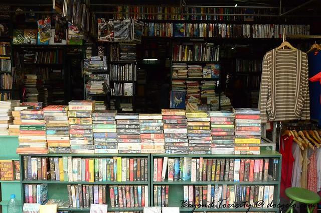 books in chatuchak weekend market