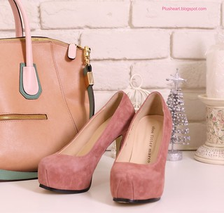 ● 兩雙粉色高根鞋 竟是天堂與地獄的分別