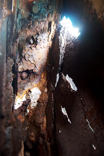 fo'c'sle corrosion port