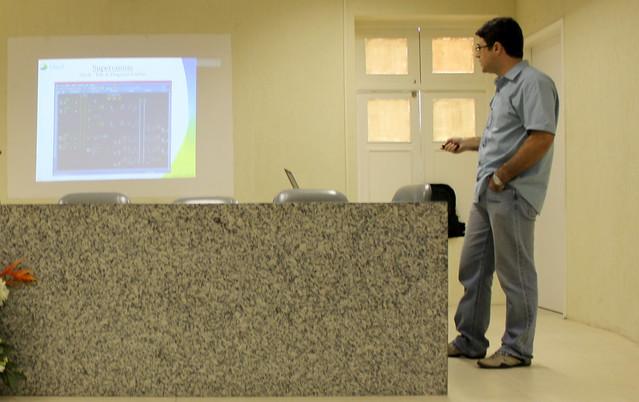 Hugo apresentando seu projeto criado na CHESF